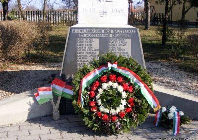 Bokod világháborús emlékmű megemlékezés után 2012.03.16. küldő-Méri (3)