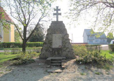 Boldog világháborús emlékmű 2009.04.10. küldő-kalyhas