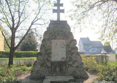 Boldog világháborús emlékmű 2009.04.10.küldő-kalyhas (1)