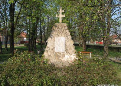 Boldog világháborús emlékmű 2009.04.10.küldő-kalyhas (3)