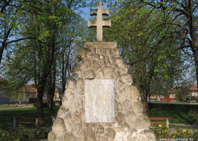 Boldog világháborús emlékmű 2009.04.10.küldő-kalyhas (4)