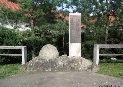 Boldogkőújfalu világháborús emlékmű 2010.07.31. küldő-kalyhas (1)