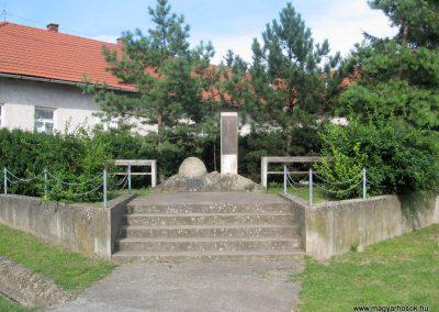 Boldogkőújfalu világháborús emlékmű 2010.07.31. küldő-kalyhas