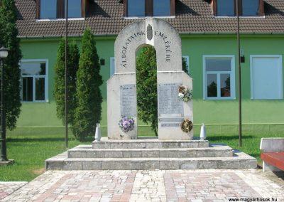 Boldva világháborús emlékmű 2008.08.13. küldő-Tamás2