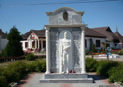 Bolhó világháborús emlékmű 2009.05.08.küldő-Sümec (1)