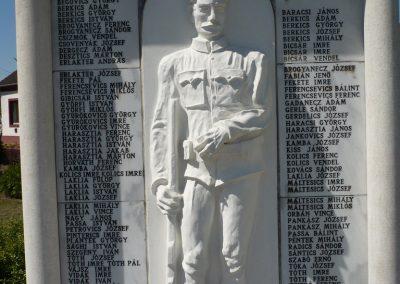 Bolhó világháborús emlékmű 2009.05.08.küldő-Sümec (5)