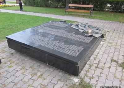 Bordány II.vh emlékmű 2011.08.16. küldő-kalyhas (3)