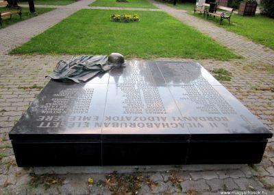 Bordány II.vh emlékmű 2011.08.16. küldő-kalyhas (5)