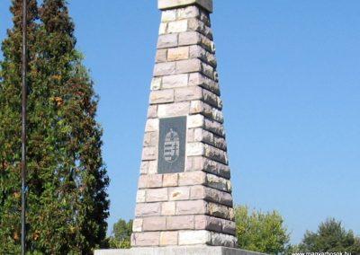 Borsodgeszt világháborús emlékmű 2007.09.24. küldő-kalyhas (1)