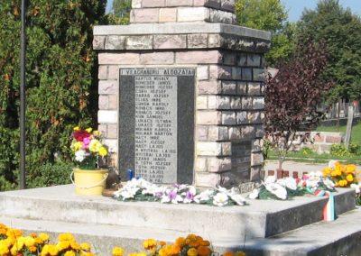 Borsodgeszt világháborús emlékmű 2007.09.24. küldő-kalyhas (2)