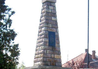 Borsodgeszt világháborús emlékmű 2007.09.24. küldő-kalyhas (6)