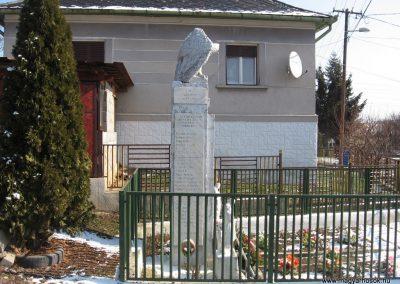Borsodszentgyörgy világháborús emlékmű 2010.03.08. küldő-kalyhas (4)