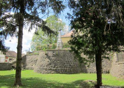 Borsosberény világháborús emlékmű 2012.04.25. küldő-kalyhas