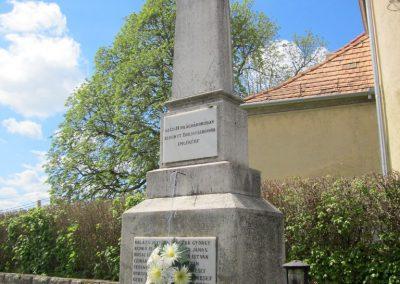 Borsosberény világháborús emlékmű 2012.04.25. küldő-kalyhas (7)