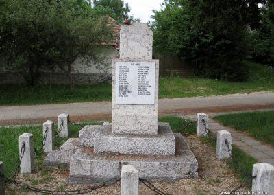 Borzavár világháborús emlékmű 2010.07.24. küldő-kalyhas (7)
