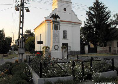 Botykapeterd világháborús emlékmű 2012.08.01. küldő-KRySz (1)