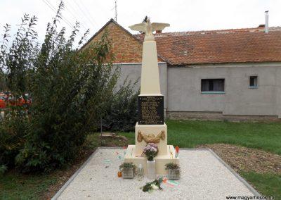 Bozzai I. világháborús emlékmű 2014.10.23. küldő-kalyhas (1)
