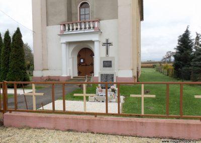 Bozzai II. világháborús emlékmű 2014.10.23. küldő-kalyhas (1)