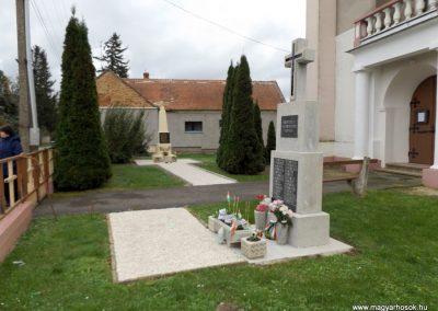Bozzai II. világháborús emlékmű 2014.10.23. küldő-kalyhas (7)