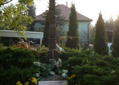 Budakeszi világháborús emlékmű és katonasírok 2009.11.01. küldő-Ágca (10)