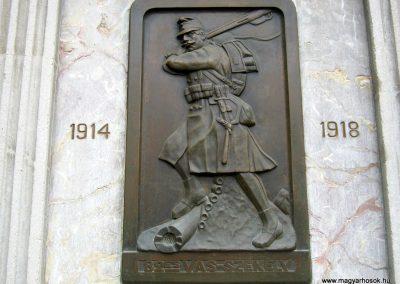 Budapest I. kerület a Hadtörténeti múzeum Díszudvara a Hősök emléktábláival 2018.06.28. küldő-Emese (23)