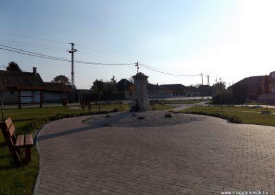 Bugyi világháborús emlékmű 2015.10.31. küldő-kalyhas (11)