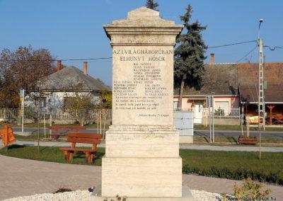 Bugyi világháborús emlékmű 2015.10.31. küldő-kalyhas (2)
