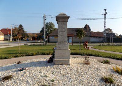 Bugyi világháborús emlékmű 2015.10.31. küldő-kalyhas (9)
