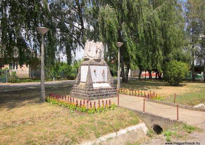 Buj világháborús emlékmű 2014.06.23. küldő-kalyhas (15)