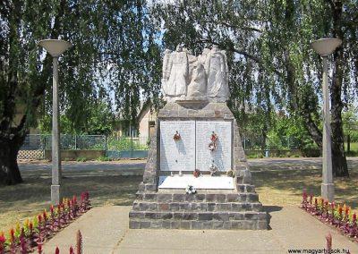 Buj világháborús emlékmű 2014.06.23. küldő-kalyhas (2)