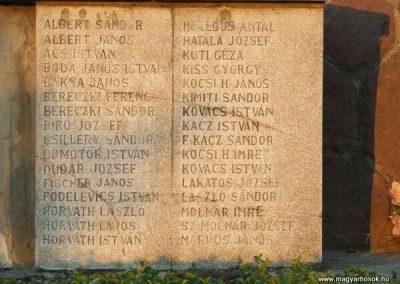 Cece világháborús emlékmű 2007.11.28.küldő-Nádicsikasz (3)