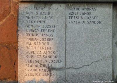 Cece világháborús emlékmű 2007.11.28.küldő-Nádicsikasz (4)