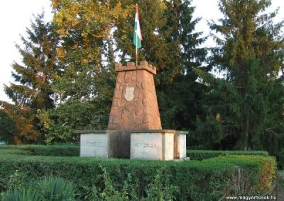 Cece világháborús emlékmű 2007.11.28.küldő-Nádicsikasz