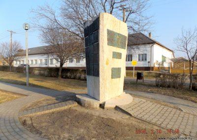 Ceglédbercel II. világháborús emlékmű 2015.02.19. küldő-kalyhas (10)