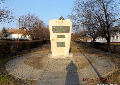Ceglédbercel II. világháborús emlékmű 2015.02.19. küldő-kalyhas (2)