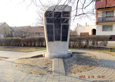 Ceglédbercel II. világháborús emlékmű 2015.02.19. küldő-kalyhas (5)