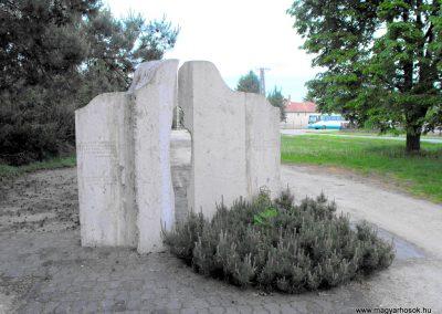 Celldömölk- Alsóság II.vh emlékmű 2011.08.11. küldő- -Nemes- (5)