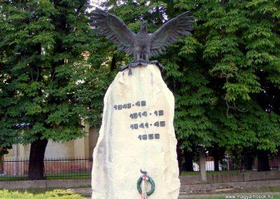 Csákvár hősi emlékmű 2012.06.16. küldő-Méri (1)