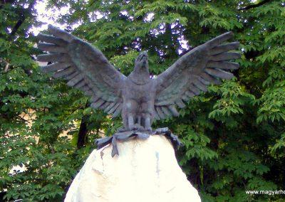 Csákvár hősi emlékmű 2012.06.16. küldő-Méri (2)
