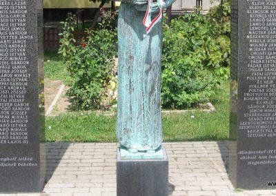 Csány világháborús emlékmű 2008.05.26.küldő-kalyhas (3)