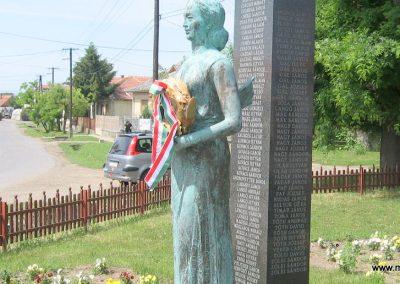 Csány világháborús emlékmű 2008.05.26.küldő-kalyhas (8)