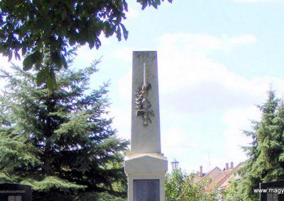 Császár világháborús emlékmű 2012.08.12. küldő-Méri (1)