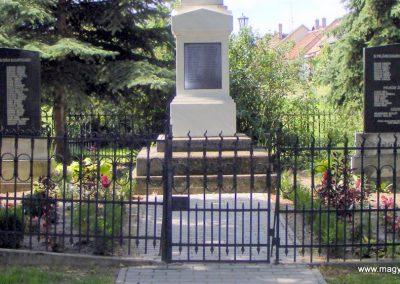 Császár világháborús emlékmű 2012.08.12. küldő-Méri (5)