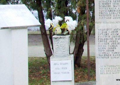 Csávoly II. világháborús emlékmű 2007.12.08. küldő-Markó Péter (1)