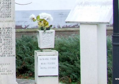 Csávoly II. világháborús emlékmű 2007.12.08. küldő-Markó Péter (4)