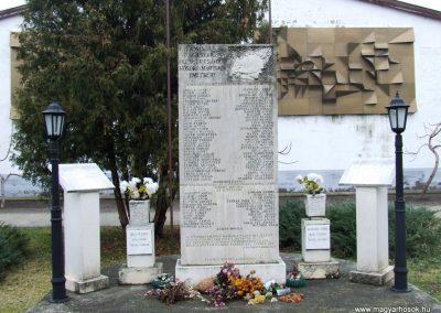 Csávoly II. világháborús emlékmű 2007.12.08. küldő-Markó Péter