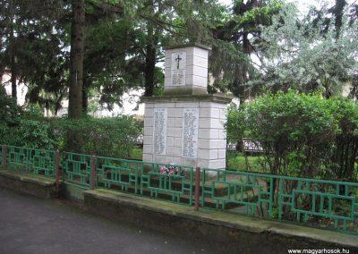 Csécse világháborús emlékmű 2010.05.14 küldő-kalyhas (4)