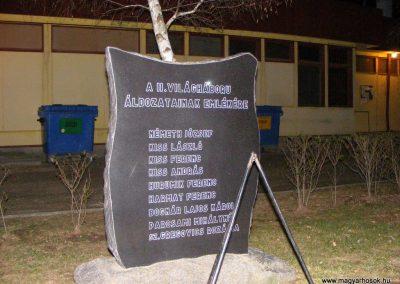 Csém II. világháborús emlékmű 2013.01.05. küldő-Méri