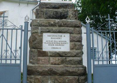 Csíkdelne világháborús emlékmű 2007.08.06.külő-Era