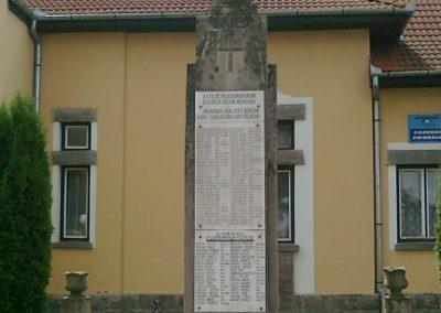 Csíkkozmás világháborús emlékmű 2010.07.28. küldő-Miki